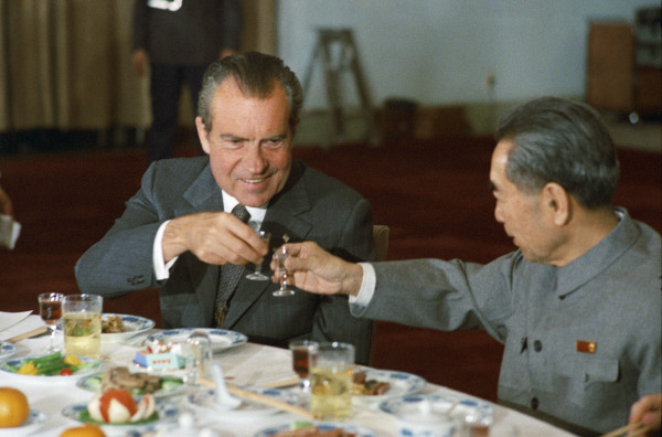 Nixon-Keqian-baijiu-toast.jpeg