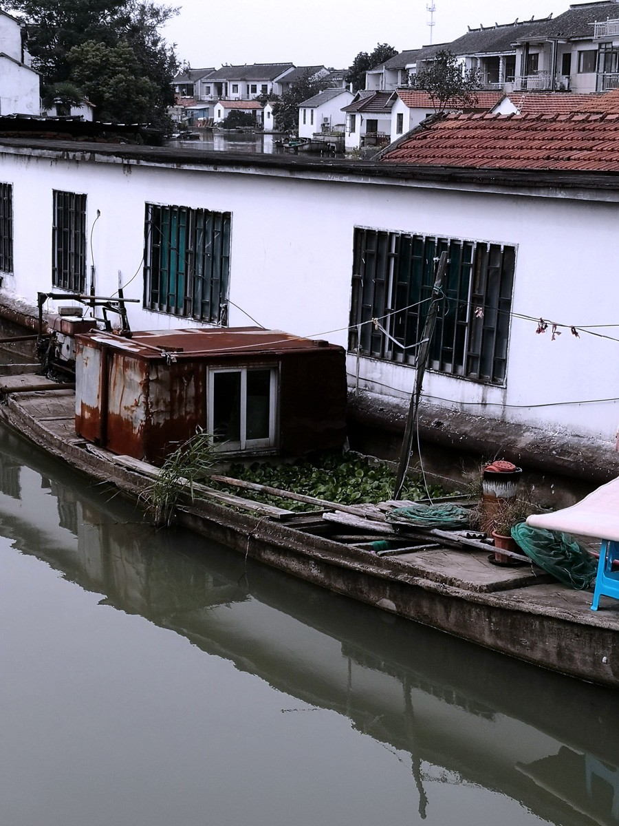 boat-canal-house.jpg
